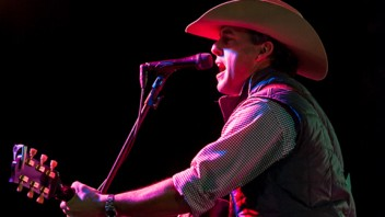 10 Questions with country star Aaron Watson