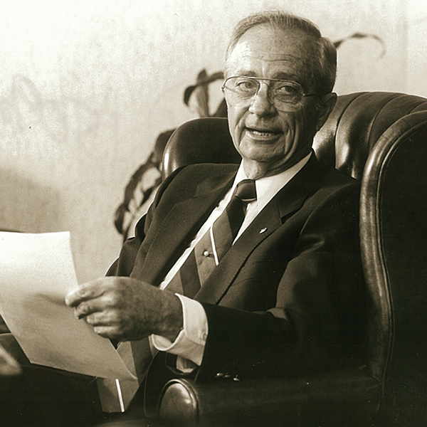 Dr. H. Lynn Packer ('50)