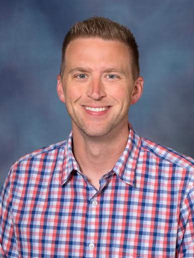 Dr. Stephen Baldridge is Que's faculty adviser.