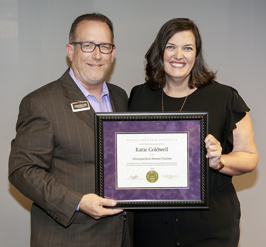 Craig Fisher ('92), assistant vice president for alumni and university relations, poses with Katie Coldwell ('00) at her 2019 Distinguished Alumni Citation ceremony Aug. 8 at ACU Dallas.